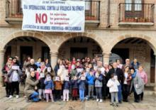 Concentracion contra la violencia de genero en Valdeverdeja
